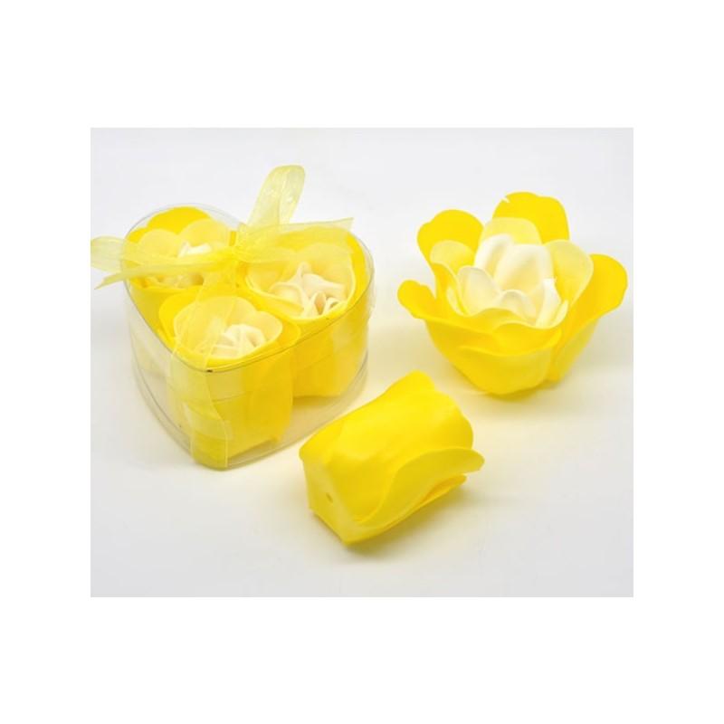 Fleur jaune délicates pétales