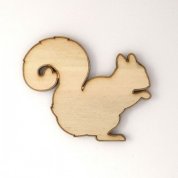 Ecureuil de profil en bois