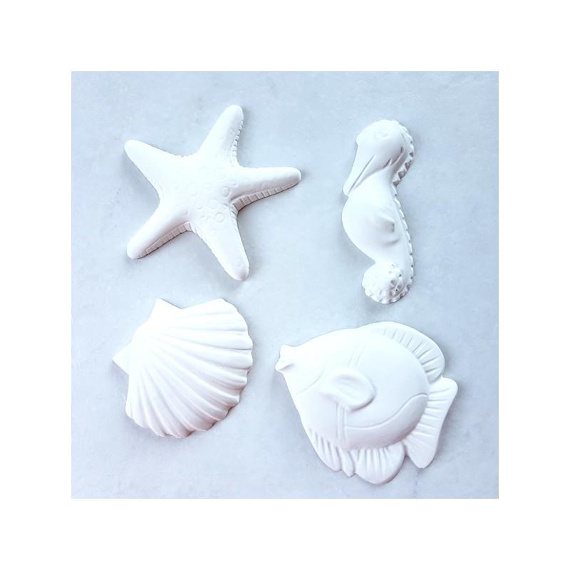 4 sujets en plâtre : poisson, hyppocampe, étoile de mer et coquille Saint Jacques à décorer ou pas Pour ornement