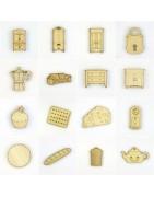 Objets en bois découpé et gravé dans une maison - scrapbooking