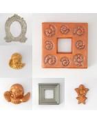 Plâtres décorés et peints, sujets et cadres originaux